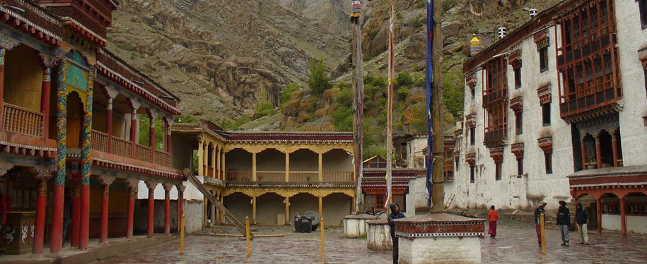 Day 6 : Back to leh Via Hemis Monastery